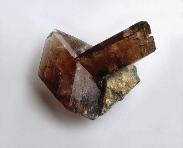 Axinit - Cristale naturale - Pietre semipretioase