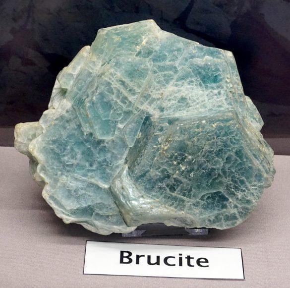 Brucit - Cristale naturale - Pietre semipretioase