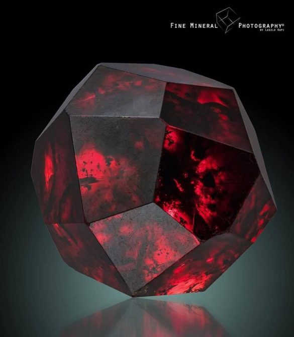 Granat - Cristale naturale - Pietre semipretioase