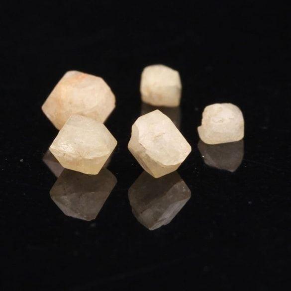 Rhodizit - Cristale naturale - Pietre semipretioase