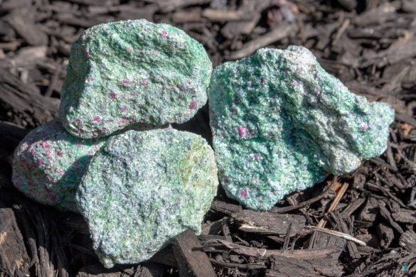 Rubin in Fucsit - Cristale naturale - Pietre semipretioase
