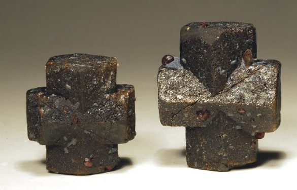 Staurolit - Cristale naturale - Pietre semipretioase