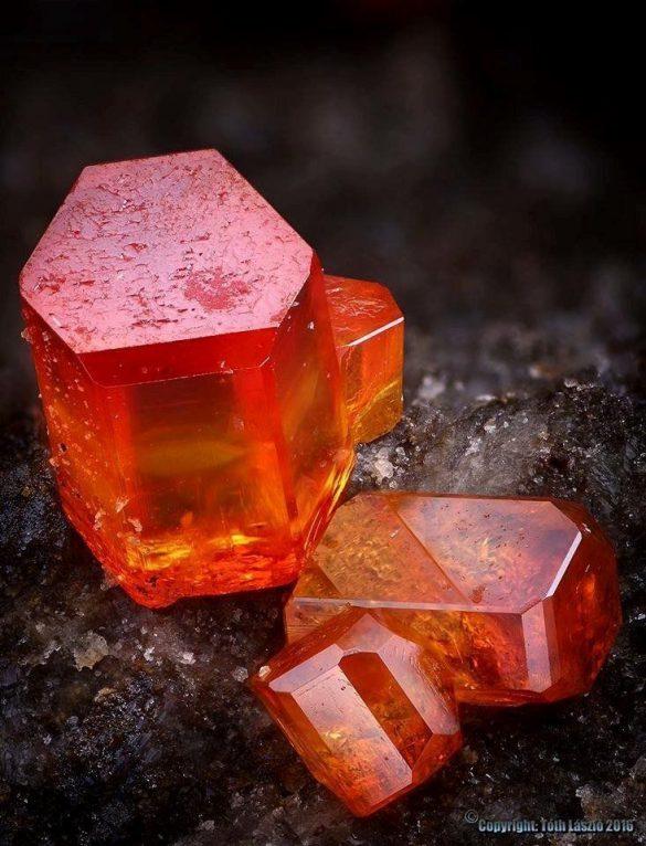 Vanadinit - Cristale naturale - Pietre semipretioase